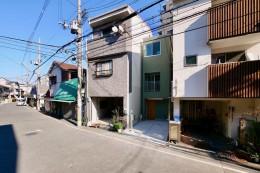 阿倍野の住宅:狭小間口の3階建て住宅 (正面外観)