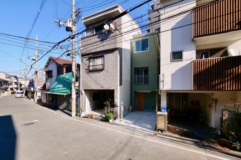 外観事例:正面外観(阿倍野の住宅:狭小間口の3階建て住宅)