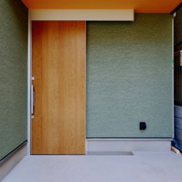 阿倍野の住宅:狭小間口の3階建て住宅 (玄関)