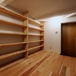 阿倍野の住宅:大阪の狭小住宅 3階建て (玄関)