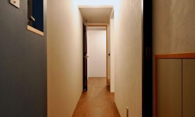 阿倍野の住宅:大阪の狭小住宅 3階建て (1階廊下)
