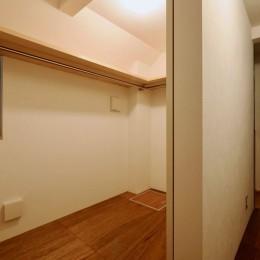 阿倍野の住宅:狭小間口の3階建て住宅 (1階ウォークインクローゼット)
