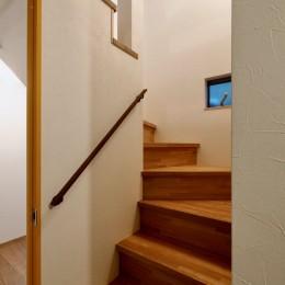 阿倍野の住宅:大阪の狭小住宅 3階建て (1階階段)