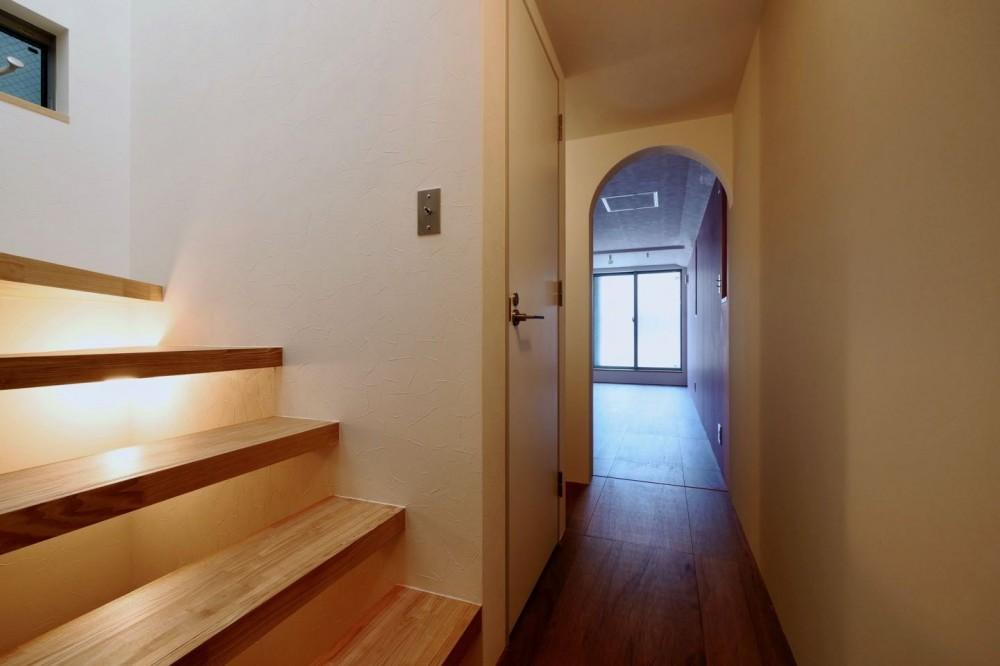 阿倍野の住宅:大阪の狭小住宅 3階建て (2階階段)