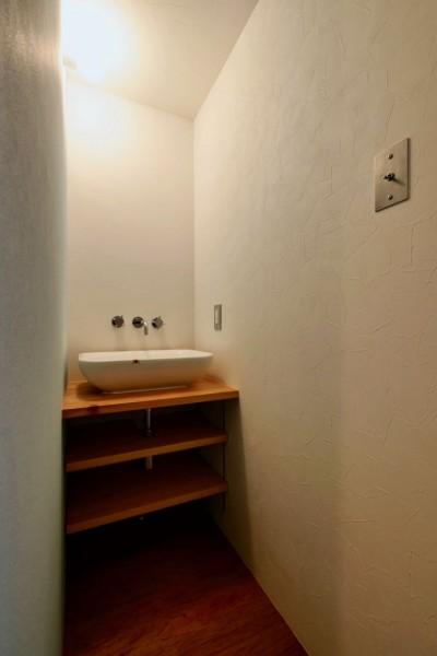 2階洗面室 (阿倍野の住宅:大阪の狭小住宅 3階建て)