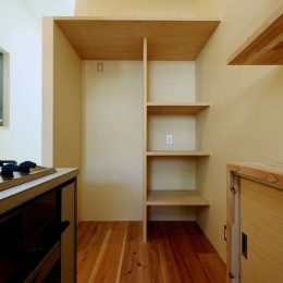 阿倍野の住宅:狭小間口の3階建て住宅 (3階キッチンスペース)