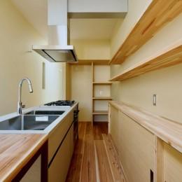 阿倍野の住宅:狭小間口の3階建て住宅 (3階キッチン)