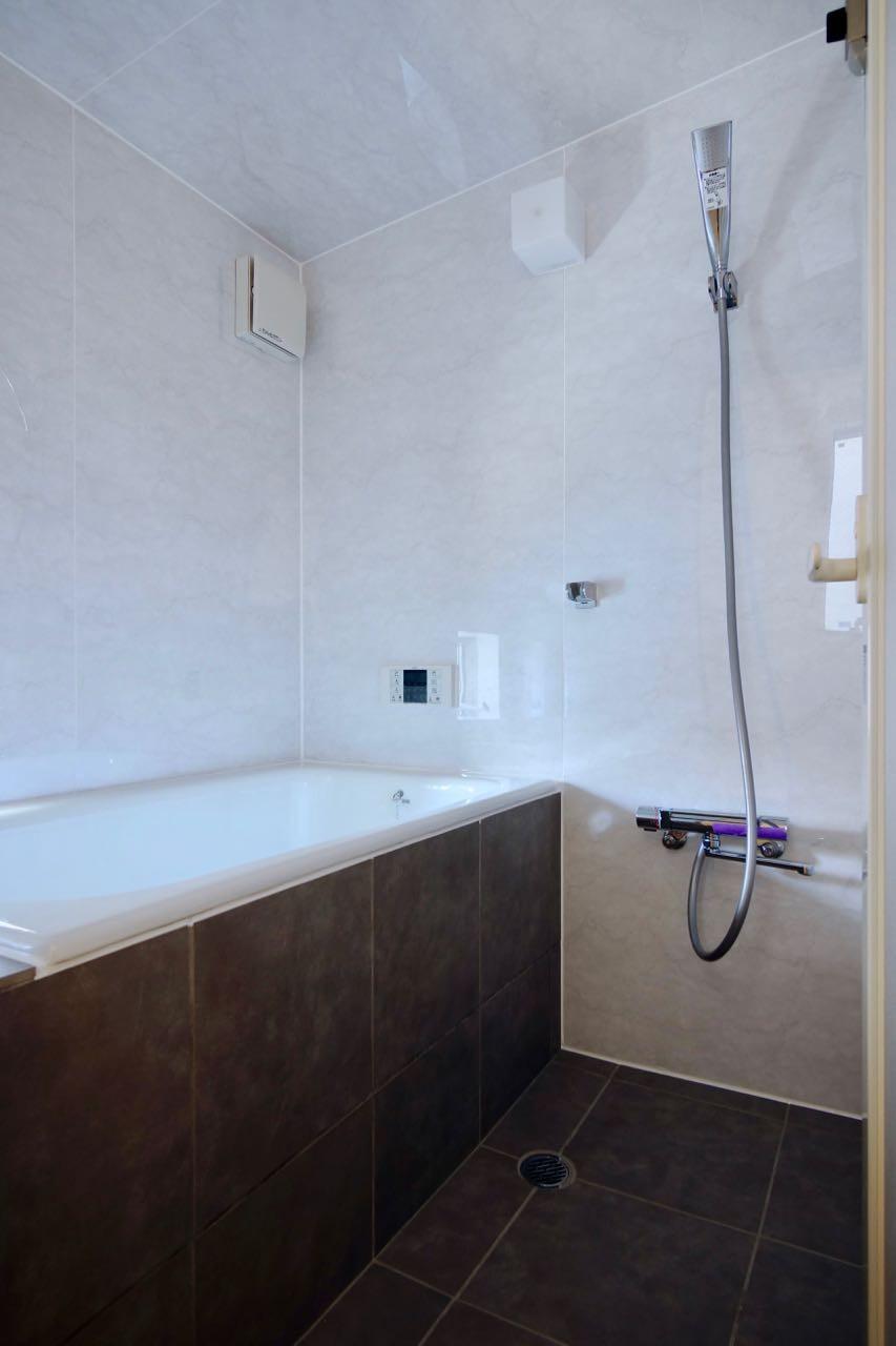 バス/トイレ事例:2階浴室(阿倍野の住宅:狭小間口の3階建て住宅)
