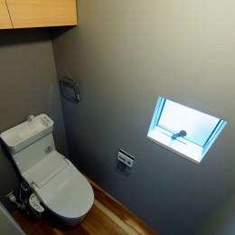阿倍野の住宅:狭小間口の3階建て住宅 (3階トイレ)