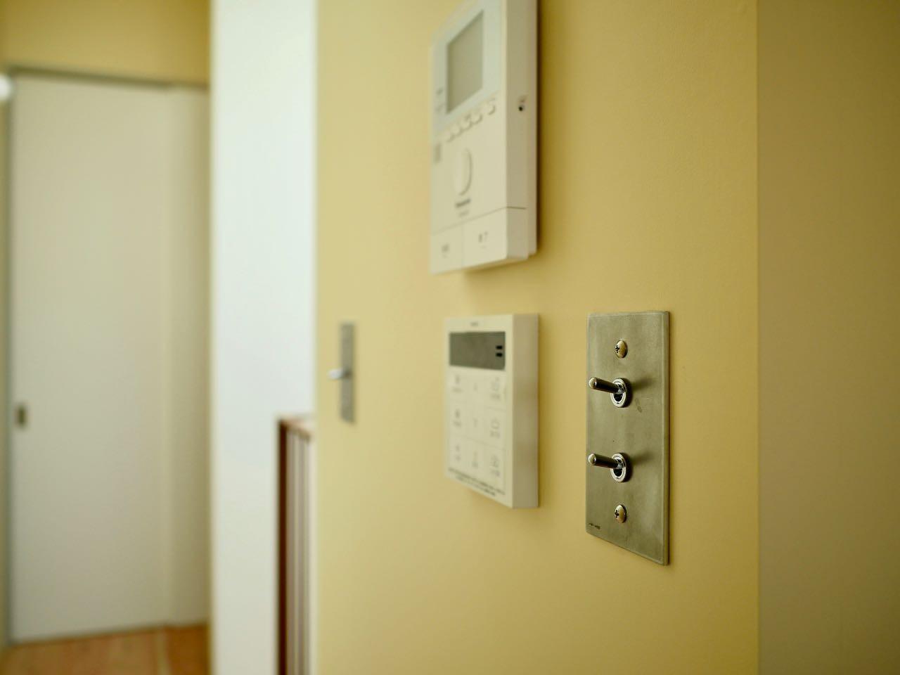 その他事例:3階廊下.トグルスイッチ(阿倍野の住宅:大阪の狭小住宅 3階建て)