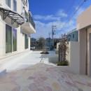 パリの家 Le Logement de Paris憧れの住まいを。の写真 前庭 石と白いタイルでスタイリッシュに。