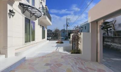パリの家 Le Logement de Paris憧れの住まいを。 (前庭 石と白いタイルでスタイリッシュに。)