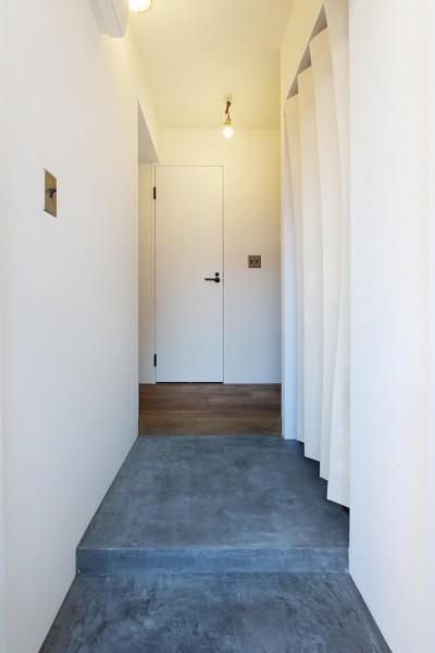 玄関 (57平米に込めた夫妻の想い)