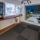 アウトドアリビングの暮らしを楽しめる家の写真 琉球畳を入れたリビングの一角