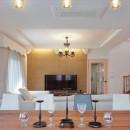 パリの家 Le Logement de Paris憧れの住まいを。の写真 ダイニングからリビングを