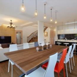 パリの家 Le Logement de Paris憧れの住まいを。 (ダイニングルームから開放的な空間が。)