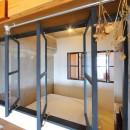 大空間に広がるヘリンボーンの写真 ベッドルーム