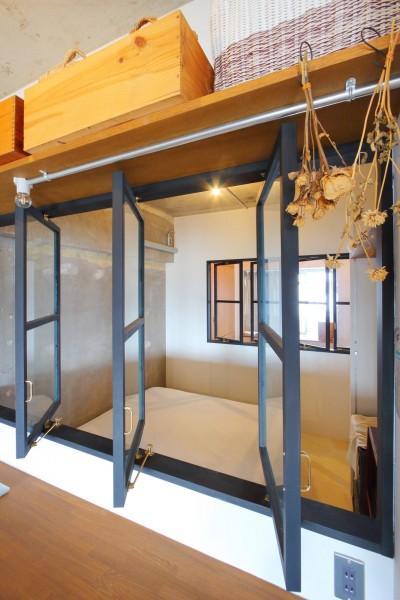 ベッドルーム (大空間に広がるヘリンボーン)