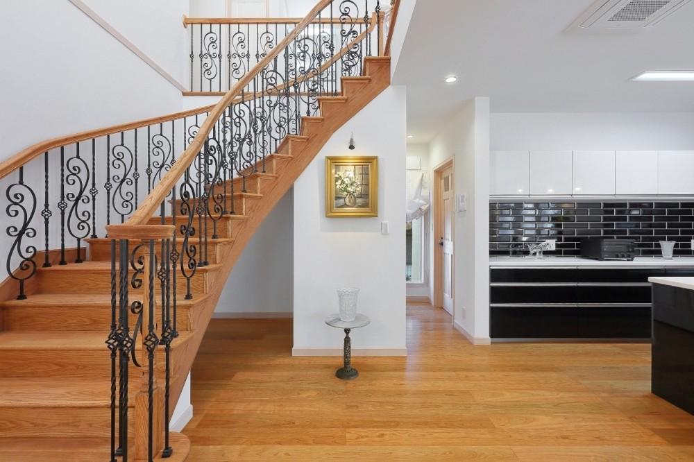 パリの家 Le Logement de Paris憧れの住まいを。 (大きな吹抜けとサーキュラー階段)