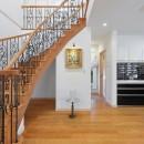 パリの家 Le Logement de Paris憧れの住まいを。の写真 大きな吹抜けとサーキュラー階段