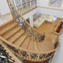 パリの家 Le Logement de Paris憧れの住まいを。の写真 曲線が美しいサーキュラー階段は、映画の中のワンシーンのよう。