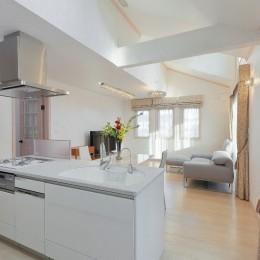パリの家 Le Logement de Paris憧れの住まいを。 (2階LDKにはドーマーから差し込む光が。)