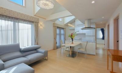 パリの家 Le Logement de Paris憧れの住まいを。 (リビングからバルコニーへ。ドーマーから光が。)