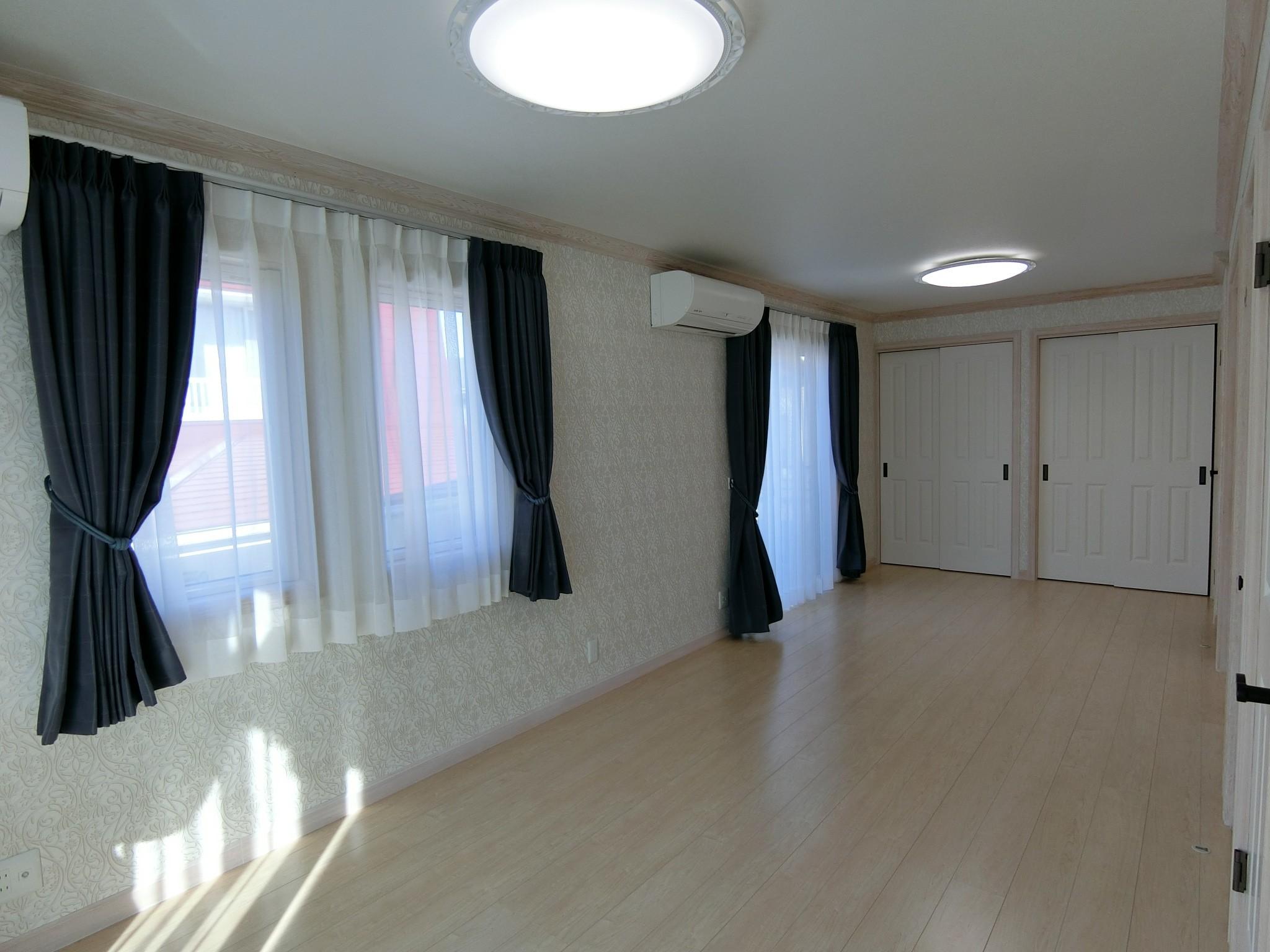ベッドルーム事例:将来2部屋に分ける子供部屋(パリの家 Le Logement de Paris憧れの住まいを。)