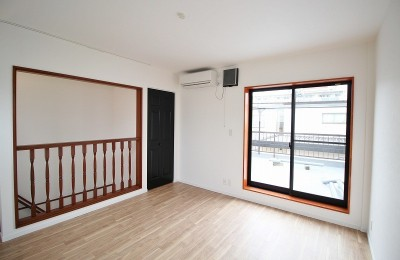 最上階のベランダのある部屋 (築44年の中古住宅 (戸建て) をフルリノベ)