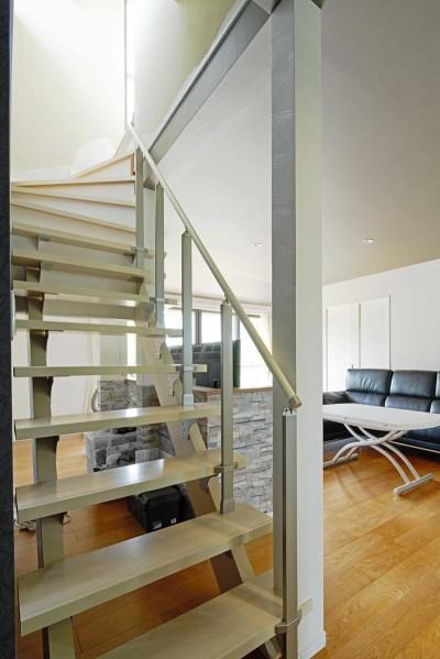 スケルトン階段 (多様性リノベーション~個々の空間も確保しつつ、集う場を広く~)