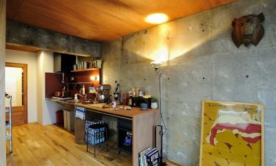 セットアップされた組み合わせの中に自分仕様のアレンジを施す、居心地の良い空間 (キッチン)