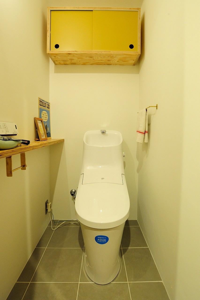 バス/トイレ事例:トイレ(セットアップされた組み合わせの中に自分仕様のアレンジを施す、居心地の良い空間)