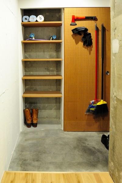セットアップされた組み合わせの中に自分仕様のアレンジを施す、居心地の良い空間 (エントランス)