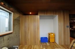 セットアップされた組み合わせの中に自分仕様のアレンジを施す、居心地の良い空間 (リビング)
