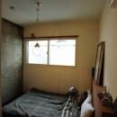 セットアップされた組み合わせの中に自分仕様のアレンジを施す、居心地の良い空間の写真 ベッドルーム