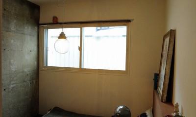 セットアップされた組み合わせの中に自分仕様のアレンジを施す、居心地の良い空間 (ベッドルーム)