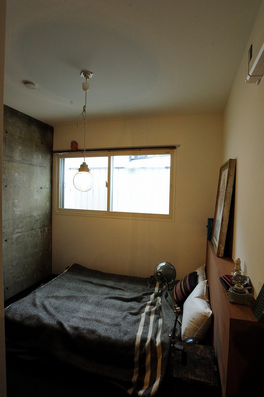 ベッドルーム事例:ベッドルーム(セットアップされた組み合わせの中に自分仕様のアレンジを施す、居心地の良い空間)