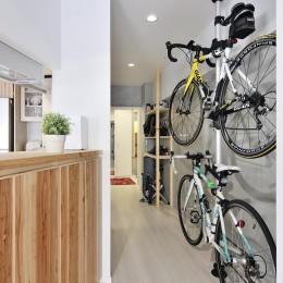 ホワイトスタジオ (Attracting bicycle)