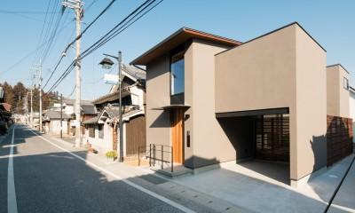 参道沿いの家~らせん階段でつなぐ2世帯住居~