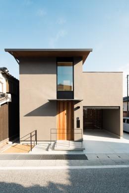 参道沿いの家~らせん階段でつなぐ2世帯住居~ (外観)