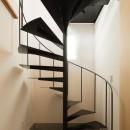 参道沿いの家~らせん階段でつなぐ2世帯住居~の写真 土間玄関