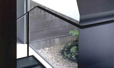 蒲郡 海辺市街地の別荘 (強化ガラス踏板の階段)