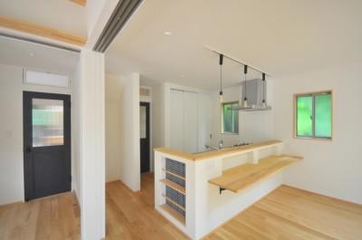 キッチン (葉山JICCA プロジェクト 築43年の木造住宅をフルリノベーション)