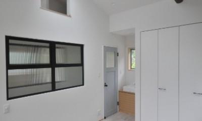 葉山JICCA プロジェクト 築43年の木造住宅をフルリノベーション (寝室)