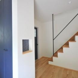 葉山JICCA プロジェクト 築43年の木造住宅をフルリノベーション (玄関収納)