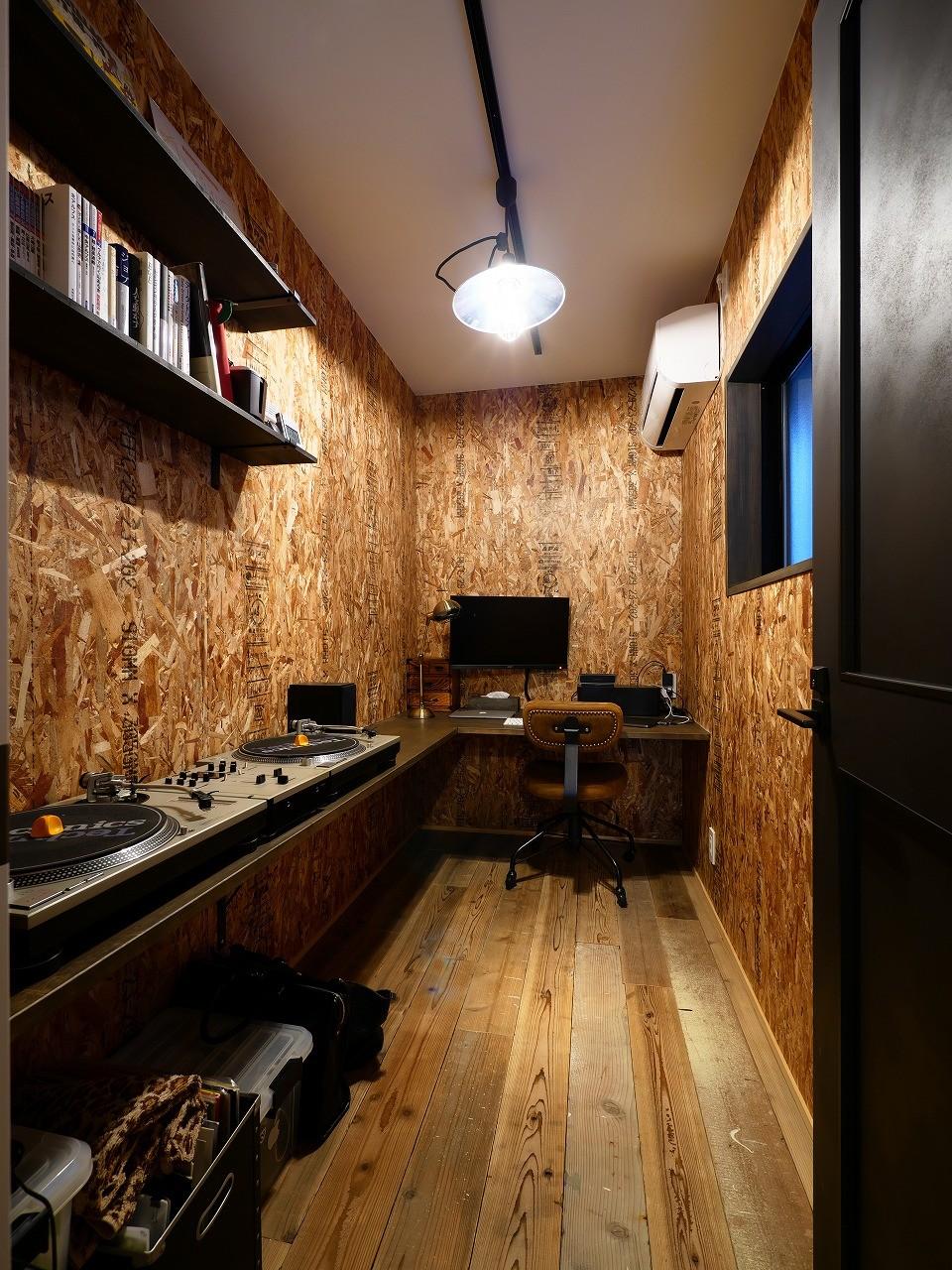 書斎事例:音楽を楽しむご主人の隠れ部屋(アウトドアを楽しむ家)