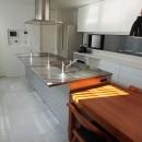 港区の家~ルーフテラスのある都心3階建~の写真 キッチン