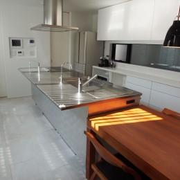港区の家~ルーフテラスのある都心3階建~ (キッチン)