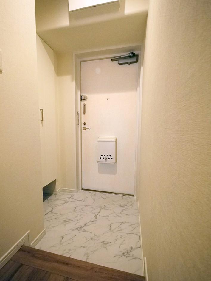 玄関事例:玄関(自然な木肌のフローリングに)