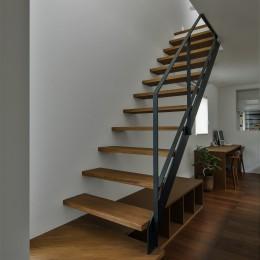 ストリップ階段 (石部東の家(プライバシーを確保しながら光を取り入れる))